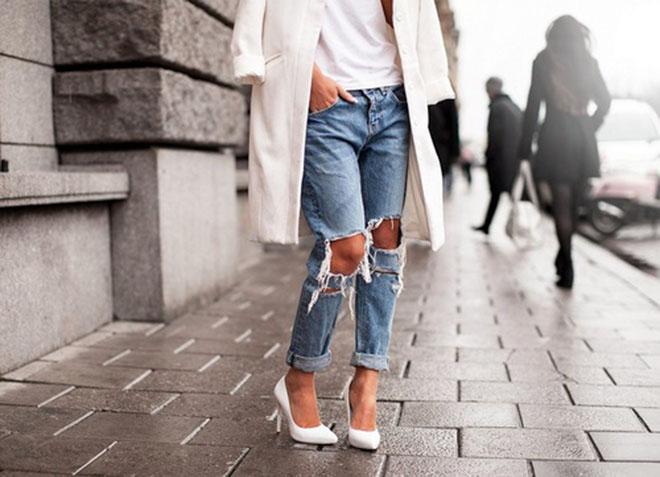 ways to style ripped boyfriend jeans